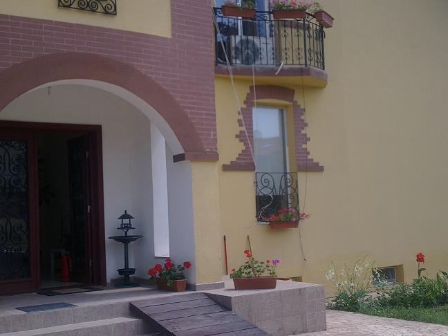 Camin Batrani - Floriana House