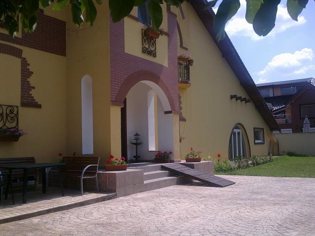 Căminul De Bătrâni Floriana House